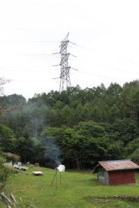 柏崎刈羽原発から実験線へと電気を運ぶ50万ボルトの巨大送電線