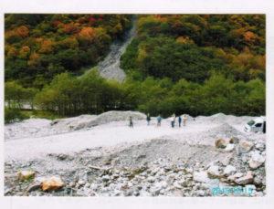 残土置き場予定地の一つ。 林道上に高さ70m、長さ500mに渡って土砂が積み上げられる予定